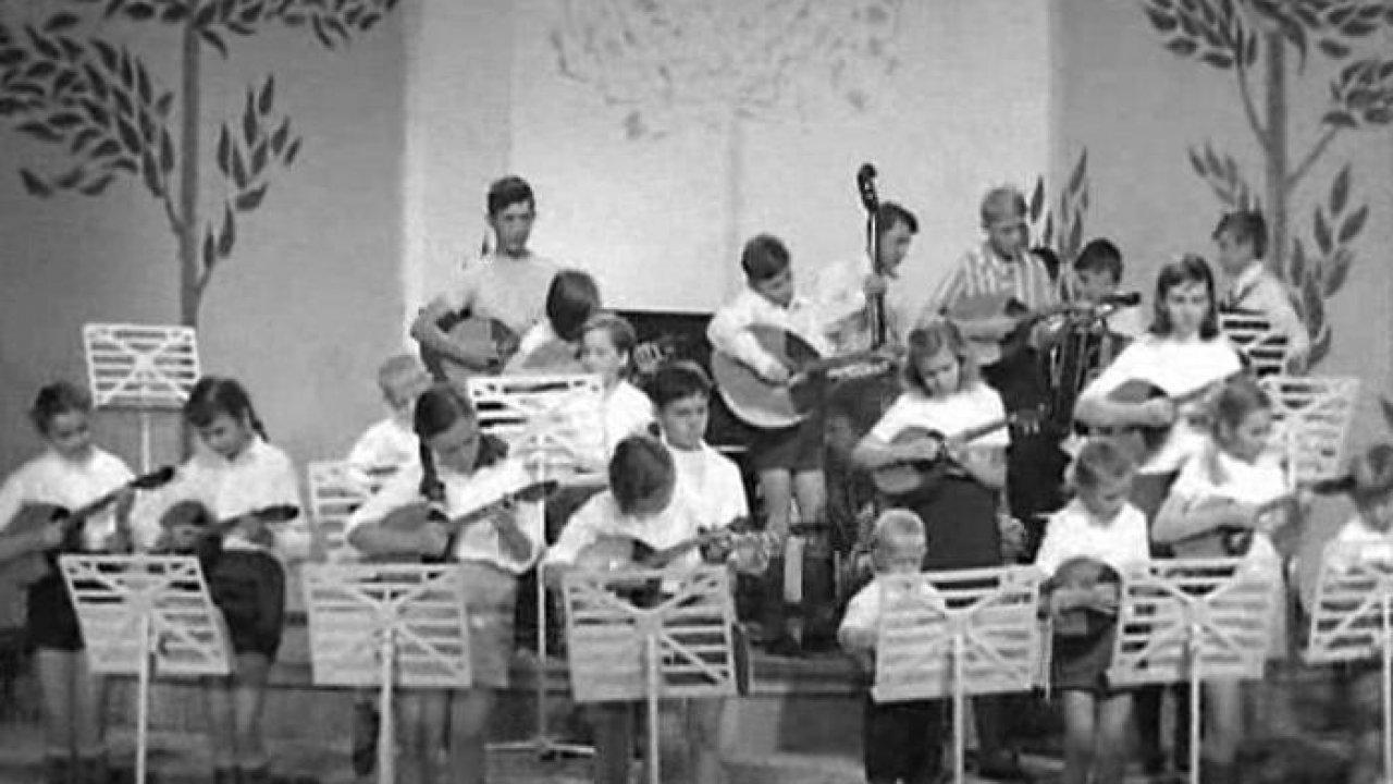 Маленький школьный оркестр - Музыкальный, Фильм