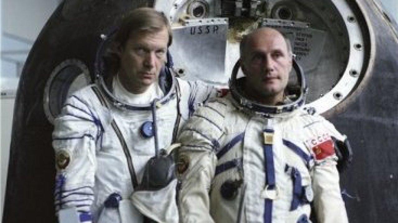 Возвращение с орбиты - Приключения, Фильм