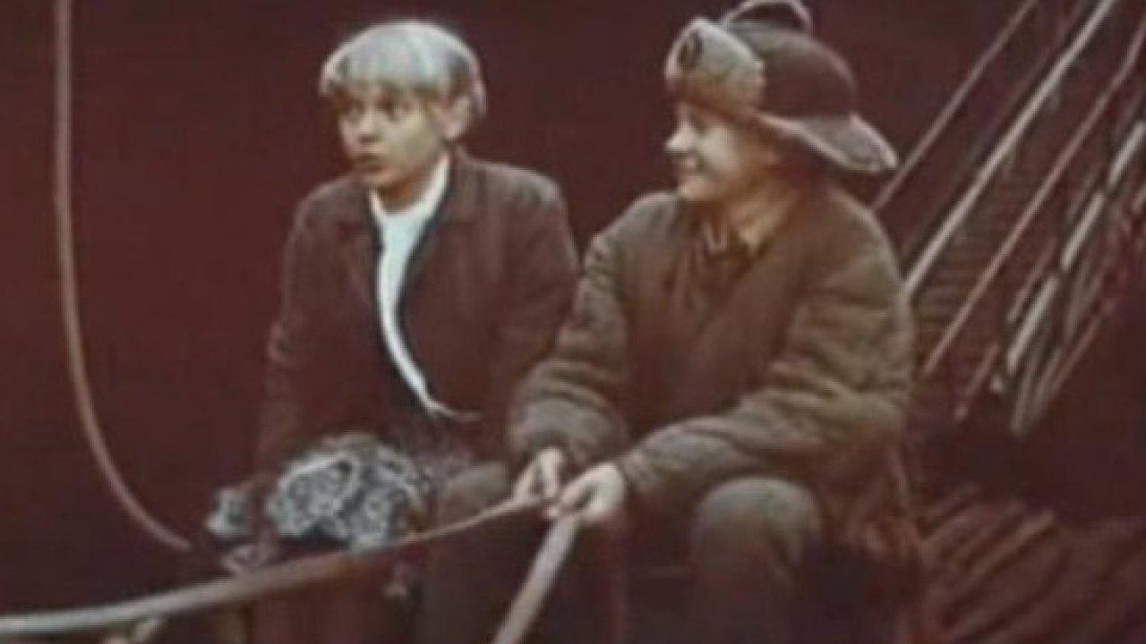 Жил отважный капитан - Военный, Фильм