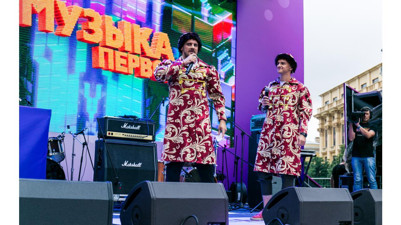 Витя и Никита - ведущие Музыки Первого / Звёзды «Музыки Первого» поздравили Москву с Днём города