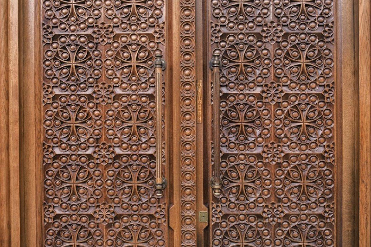 Дверь в кафедральный собор Армянской Апостольской Православной церкви в Москве. Фото: Александра Карелина