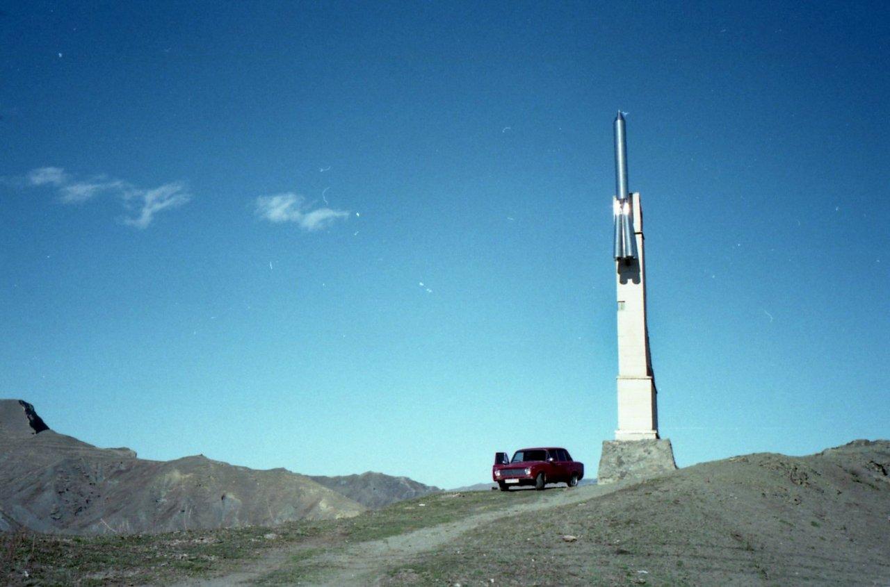 Памятник первому лакскому космонавту Мусе Манарову в Кумухе