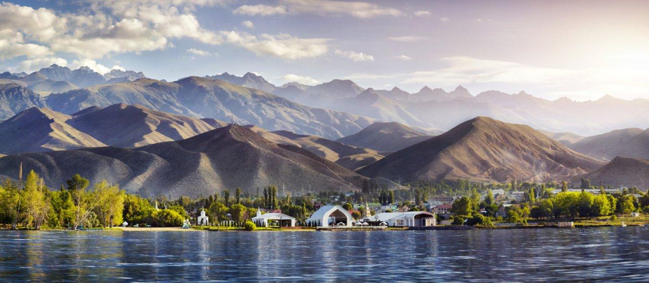 Культурный центр «Рух Ордо» на северном берегу озера Иссык-Куль. Фото: Pikoso.kz / Shutterstock