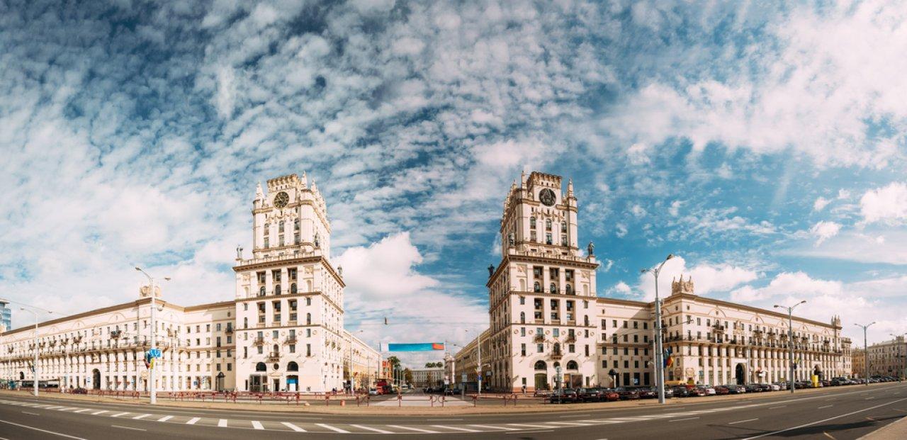 «Ворота Минска» — архитектурный комплекс на Привокзальной площади города. Фото: Grisha Bruev / Shutterstock