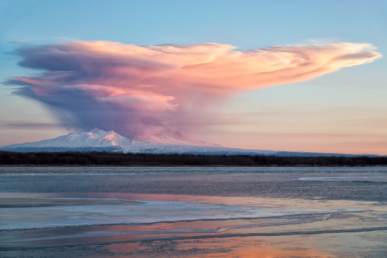 Извержение вулкана Шивелуч, Камчатка. Фото: Геннадий Теплицкий / Shutterstock