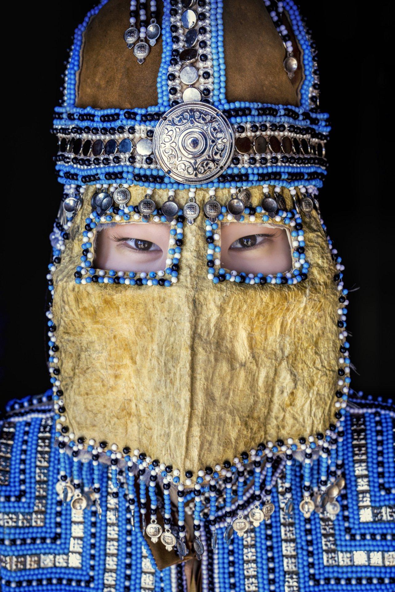 Девушка из республики Саха в традиционной свадебной маске. Фото: © Alexander Khimushin / The World In Faces