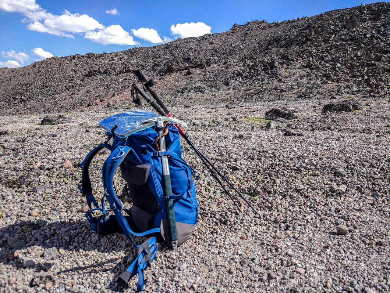 Классика длительных походов — рюкзак с жесткой спинкой и мягкими лямками. Фото: Андрей Изотов