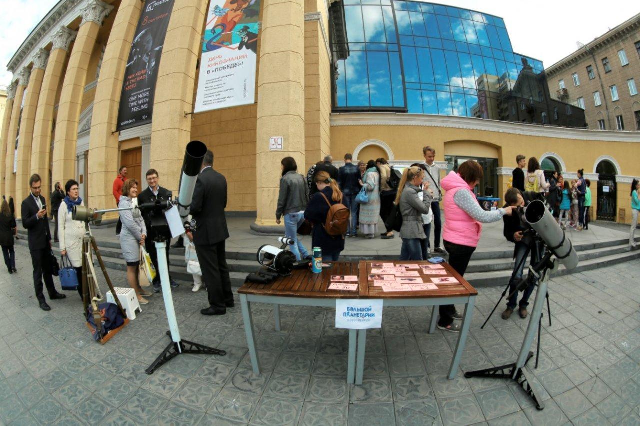Приготовления к астрономическим наблюдениям. Фото: планетарий Новосибирска