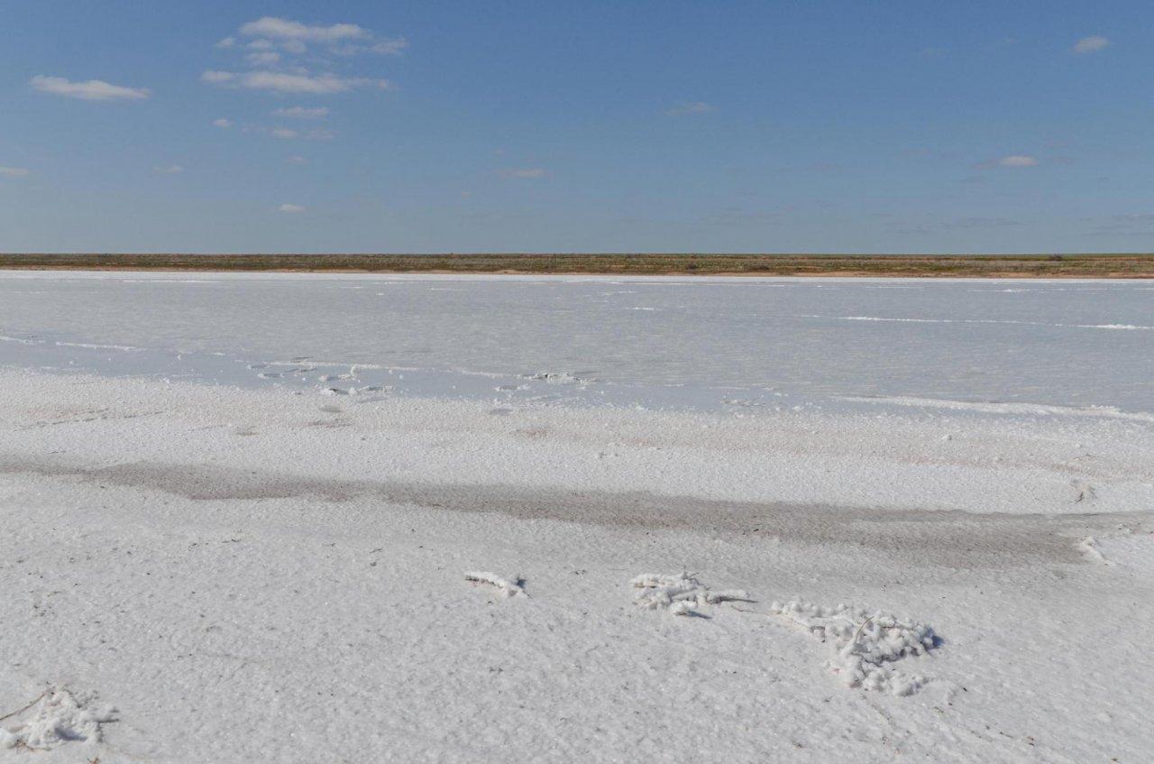 Солёное пересыхающее озеро Цаган-Хаг в Калмыкии.  Фото: Victor Tyakht / Shutterstock