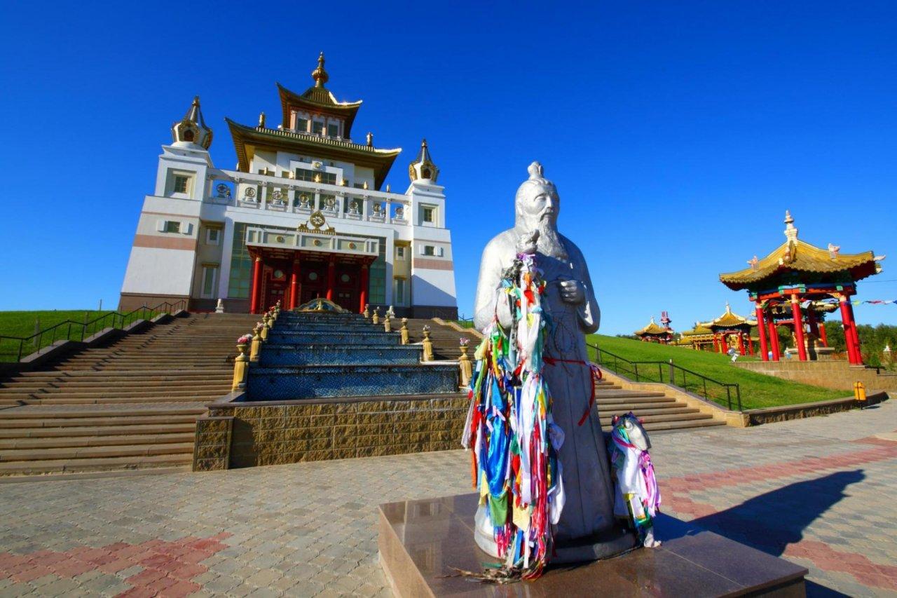 Дацан «Золотая обитель Будды Шакьямуни» вЭлисте. Фото: Vladimir Mulder / Shutterstock
