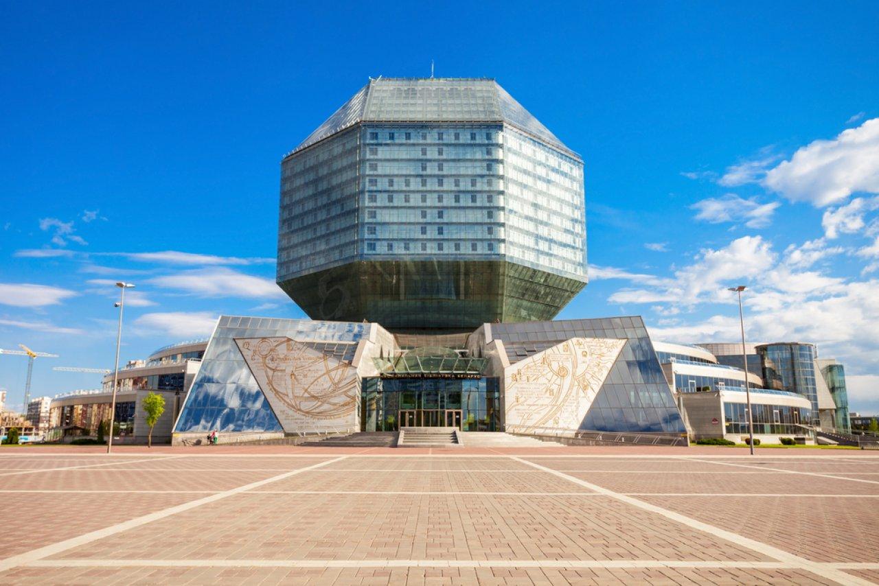 Национальная библиотека Беларуси. Прежде на этом месте располагались яблоневые сады