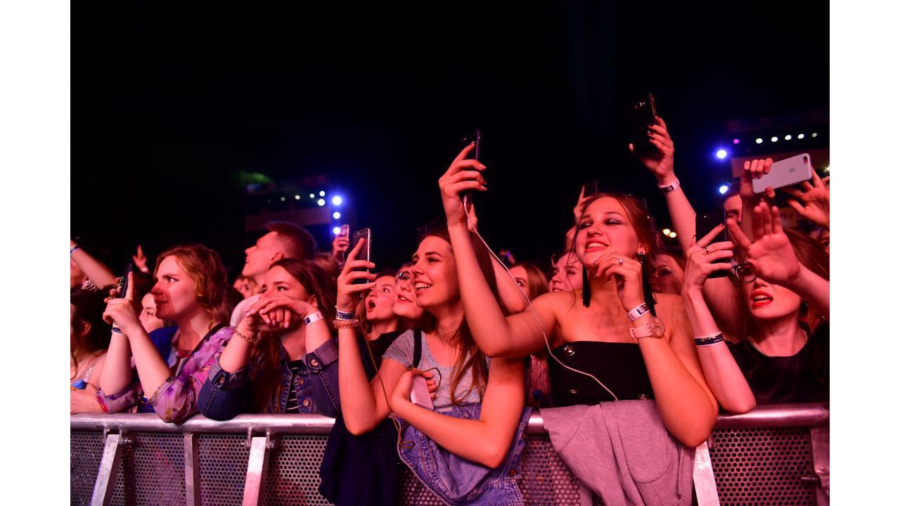 «Музыка Первого» и Департамент культуры города Москвы подарили выпускникам праздничный концерт в Парке Горького!