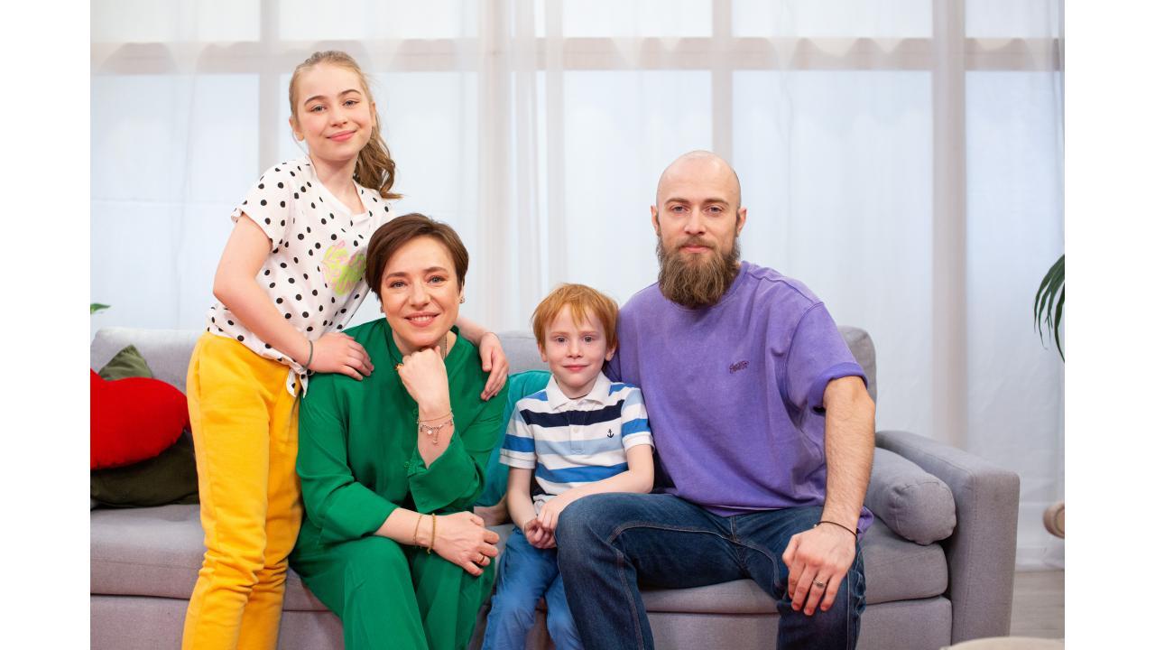 Премьера программы «Семья на ура!»: встречаем субботнее утро с Туттой Ларсен и её семьёй
